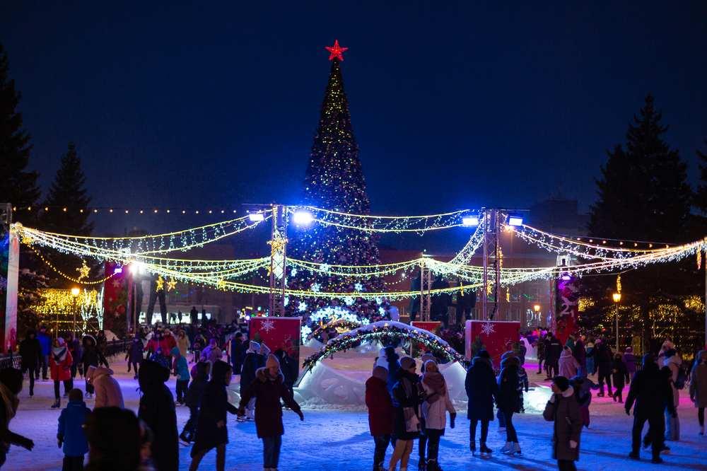 Каток и новогодняя ёлка на пл. Ленина 2021